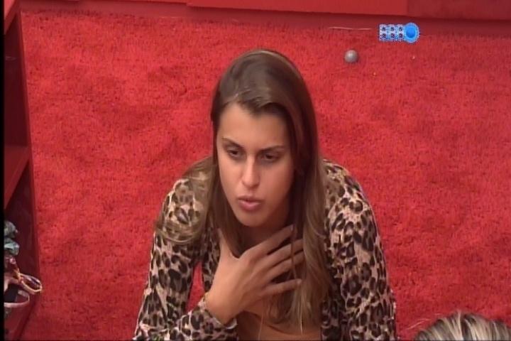 5.mar.2014 - Angela acredita que pessoas como Aline podem matar alguém em situação fora do reality