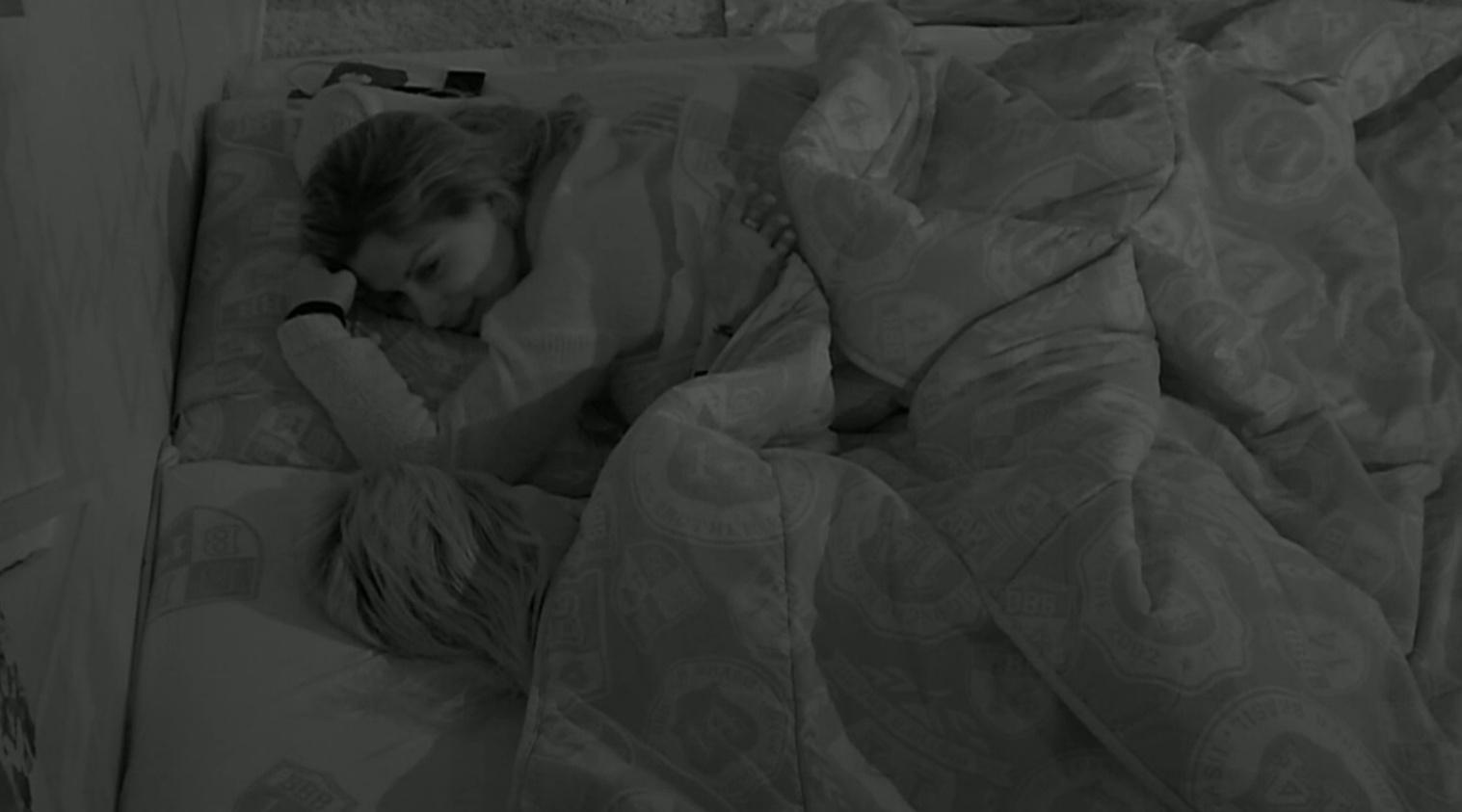 06.mar.2014 - Clara diz para Vanessa que Valter está