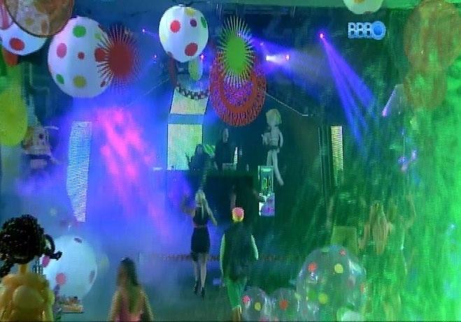 5.mar.2014 - Começa a Festa Fusion no jardim do