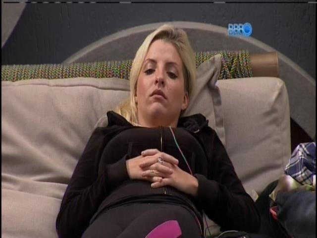 6.mar.2014 - Clara conta que já fez duas lipos