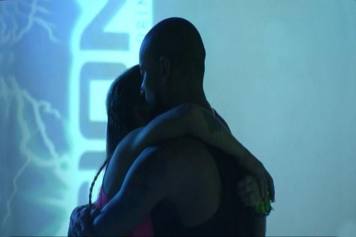 """6.mar.2014 - Valter se declara para Vanessa e diz que sempre teve vontade de ficar com ela. O rapper sugeriu que eles se encontrem fora do reality para """"conversar mais"""""""