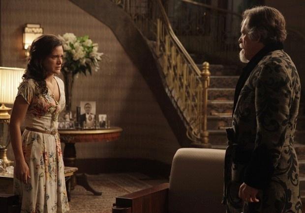 Amélia vai tirar satisfação com Ernest sobre ausência na festa de Pérola