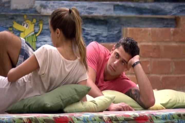 7.mar.2014 - Angela dá dura em Marcelo e reclama das