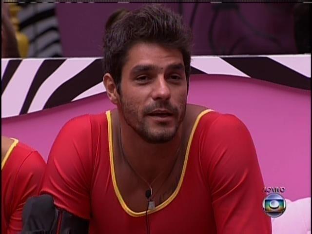 6.mar.2014 - Diego dá usa opinião sobre homossexualidade para Pedro Bial