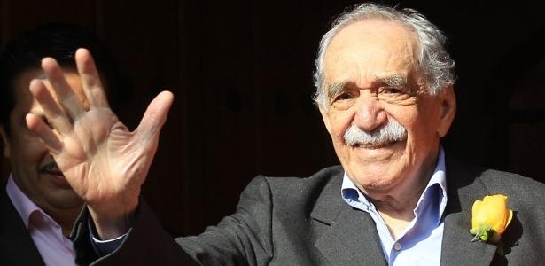 Escritor colombiano Gabriel García Márquez aparece em frente à sua residência na Cidade do México - EFE/Mario Guzmán