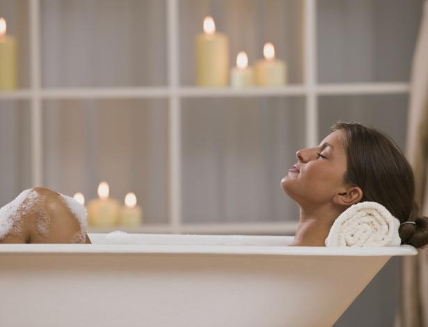 Um simples banho pode ajudar a recarregar as energias ou induzir ao sono - Thinkstock