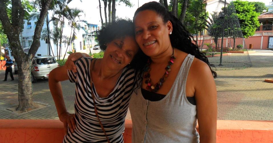 Mãe de Valter, Noeme, com a irmã do rapper, Andréa Araújo. As duas não poderão ficar confinadas com as demais mães dos participantes, no lugar, irá a tia do brother
