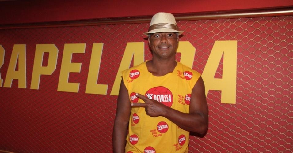 8.mar.2014 - Romário Zagallo na Marquês de Sapucaí. O ex-jogador de futebol assiste ao desfile das escolas de samba campeãs na noite deste sábado (8), no Rio