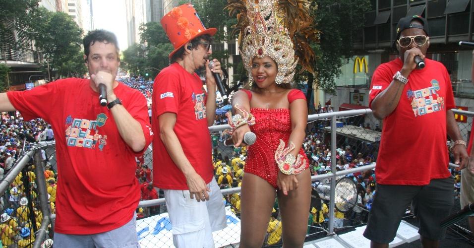 09.mar.2014- Gaby Amarantos participa de desfile do Monobloco no Centro do Rio