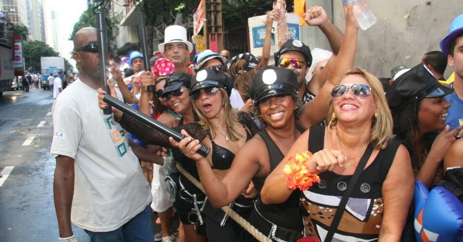 09.mar.2014- Monobloco encerra Carnaval do Rio e recebe multidão no centro da cidade