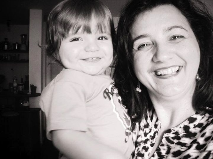 9.mar.2014 - Mãe e filho de Clara. Marido da sister homenageia a sogra.