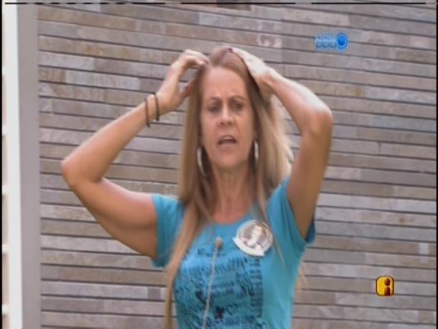 9.mar.2014 - Márcia conta a Diego que as irmãs vão conhecer Franciele
