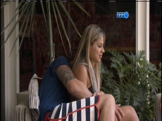 """10.mar.2014 - """"Dá mais conta que muito homem"""", diz Vanessa sobre Clara"""