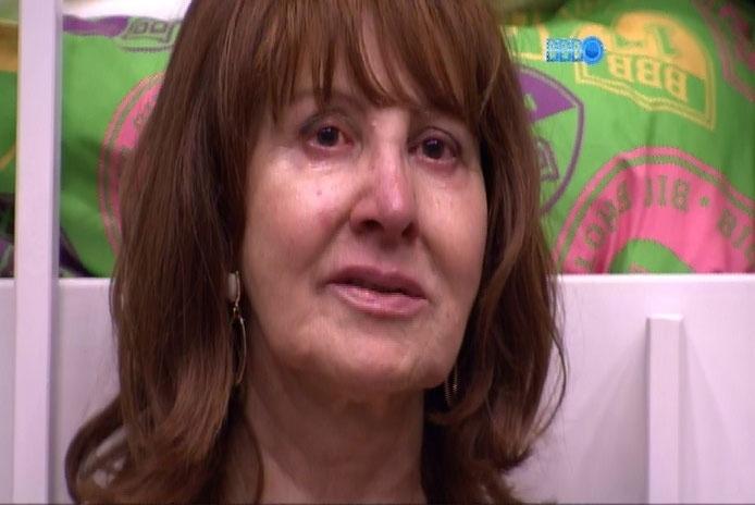 10.mar.2014 - Ledi chora, ao defender a filha Aline, diz que Angela é uma