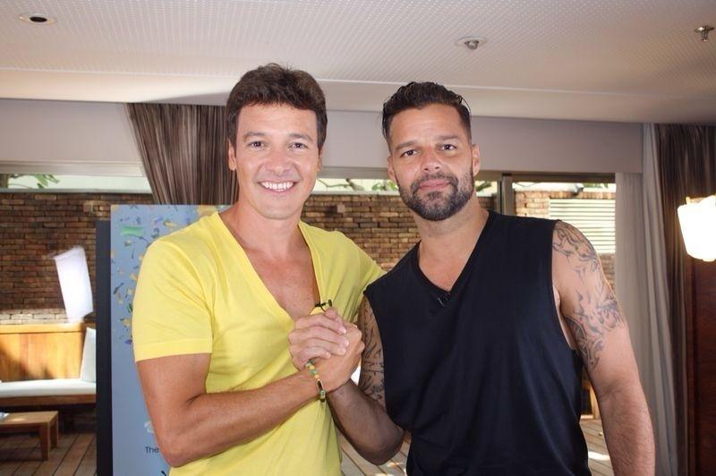 10.mar.2014 - O apresentador Rodrigo Faro em entrevista ao cantor Ricky Martin no Rio de Janeiro