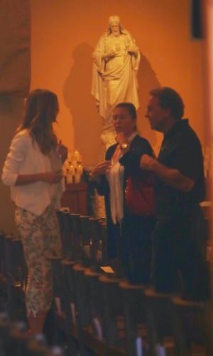 8.mar.2014 - No dia do batizado de sua filha Vivian, Gisele Bundchen é fotografada dentro da igreja, em Los Angeles