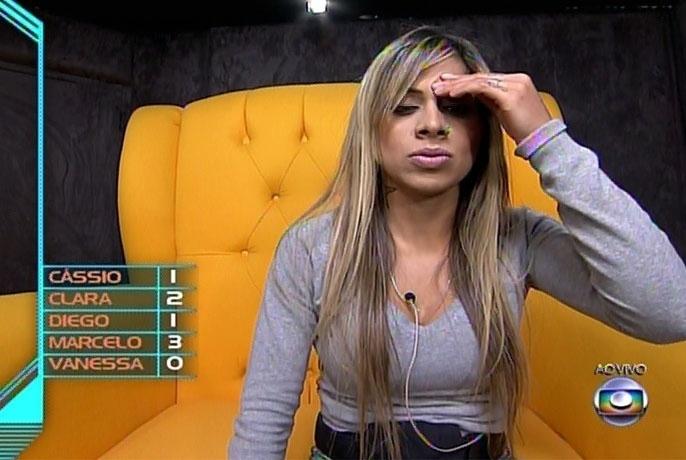 9.mar.2014 - Com expressão de indecisão, Vanessa pensou e, no fim, votou em Diego