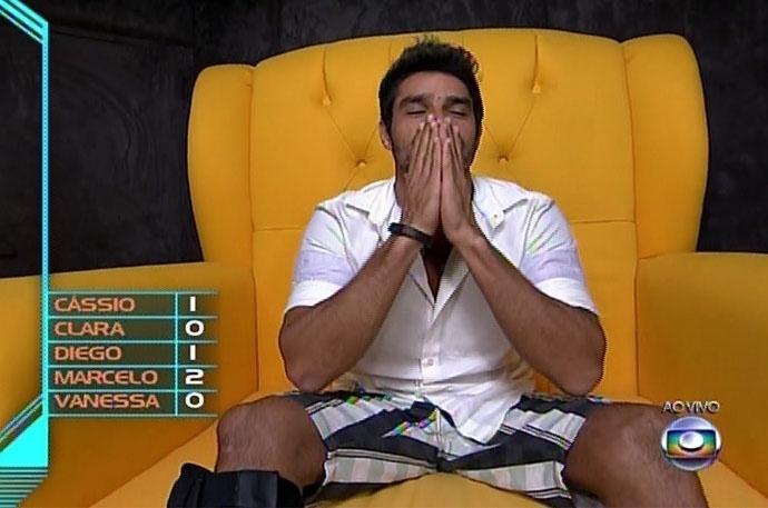 9.mar.2014 - Indecido em que iria votar, Diego indicou Clara ao paredão