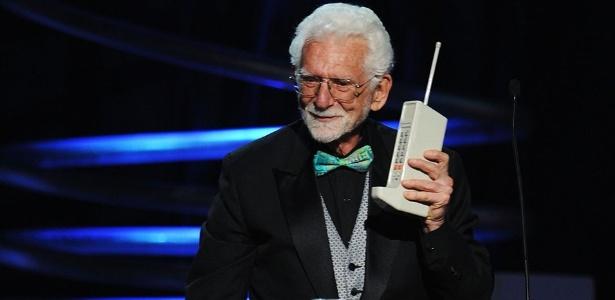 Martin Cooper foi o autor da primeira ligação usando um celular