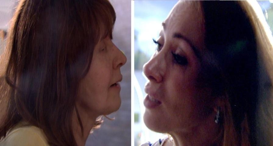 11.mar.2014 - Aline desabafa e diz que quer que a mãe sinta orgulho dela. A sister também falou que gostaria de se reaproximar de Angela