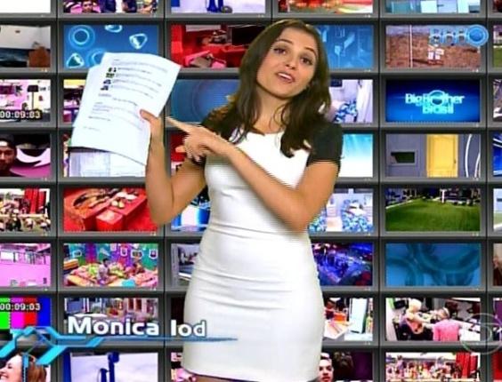 """10.mar.2014 - Em seu quadro no """"BBB"""", Monica Iozzi questionou a fama de """"burra"""" de Tatiele e brincou com o estereótipo de """"banana"""" de Marcelo"""
