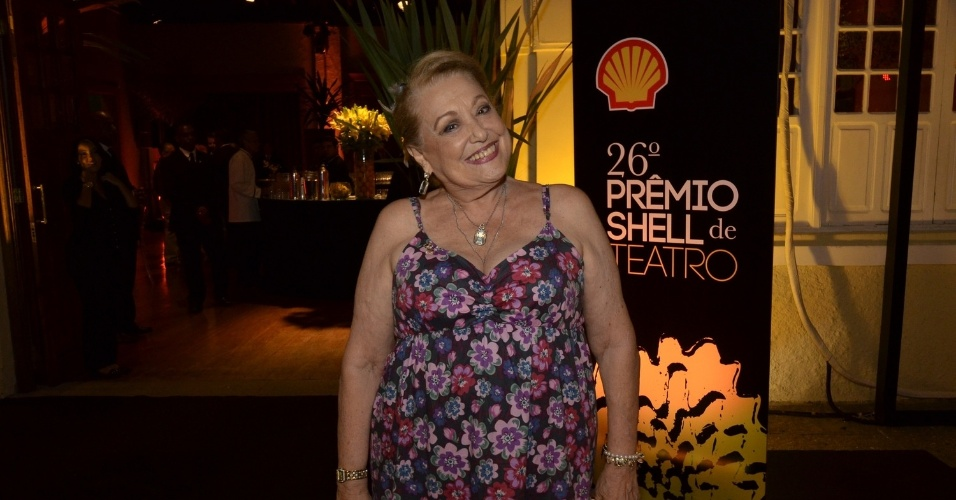 """11.mar.2014 - A atriz Suely Franco prestigia a 26ª edição do """"Prêmio Shell de Teatro"""", no Espaço Tom Jobim, no Jardim Botânico, no Rio"""