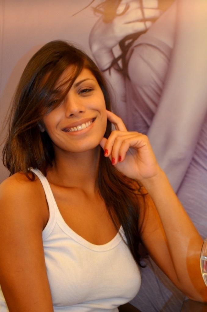 11.mar.2014 - Franciele aproveitou a tarde para mudar o visual com o hair stylist Marcelo Guerra, na Barra da Tijuca.