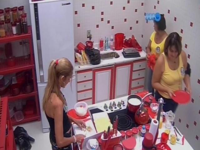 11.mar.2014 - Márcia, Zezinha e Susi preparam café na cozinha.