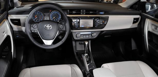 Toyota Corolla muda, encarece e faz comprador pensar em ...