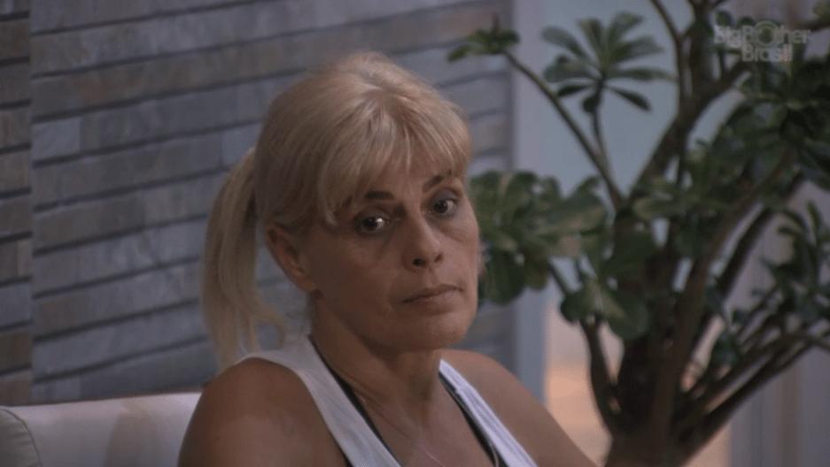 12.mar.2014 - Solange, mãe de Vanessa, fala mal de Aline, elogia Ledi e filha a repreende