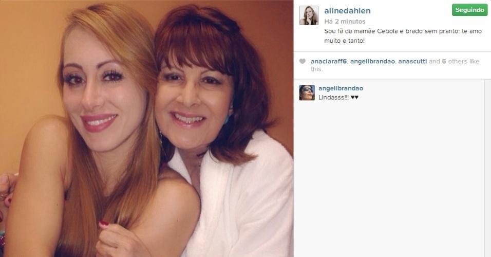 12.mar.2014 - Aline publica foto com Dona Ledi e escreve: