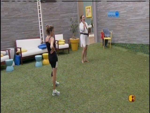 12.mar.2014 - Marcelo volta a imitar Zezinha e Valter gargalha.