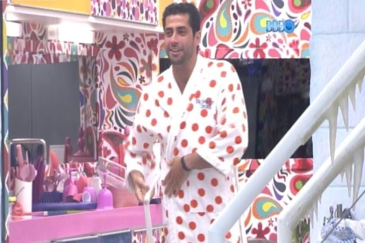 12.mar.2014 - Vanessa brinca e diz que Marcelo quase colocou fogo no Big Brother Brasil