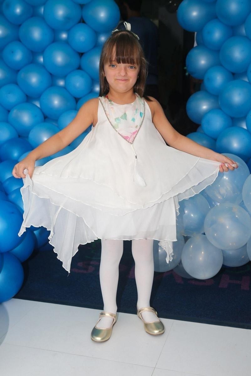 12.mar.2014- Rafa Justus chega para se divertir na festa de Isabela e Helena, filhas de Luciano Camargo