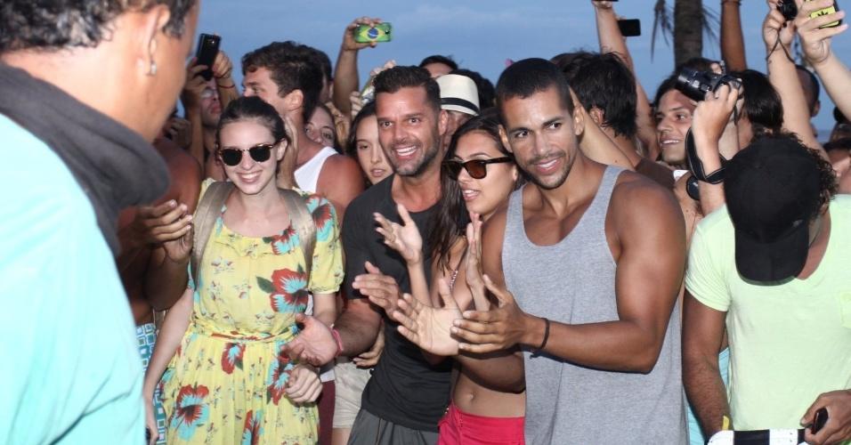 12.mar.2014- Ricky Martin participa de roda de passinhos no Arpoador. O cantor gravou o clipe da música