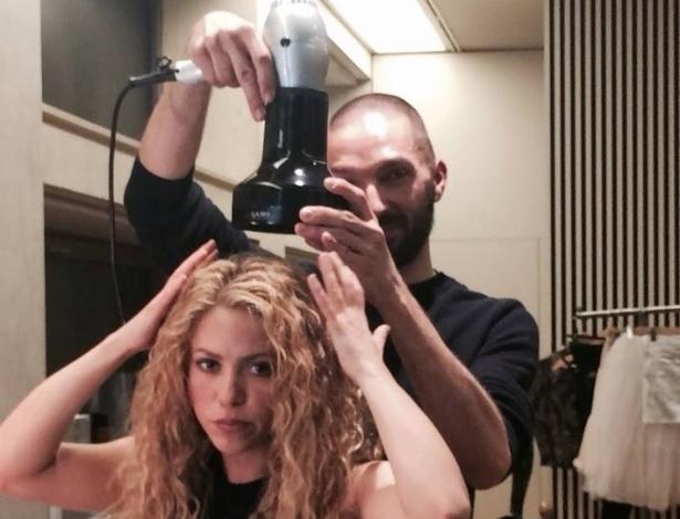 13.mar.2013 - Shakira brincou com seus fãs do Facebook. A cantora divulgou uma imagem onde aparece secando os cabelos e usou a frase