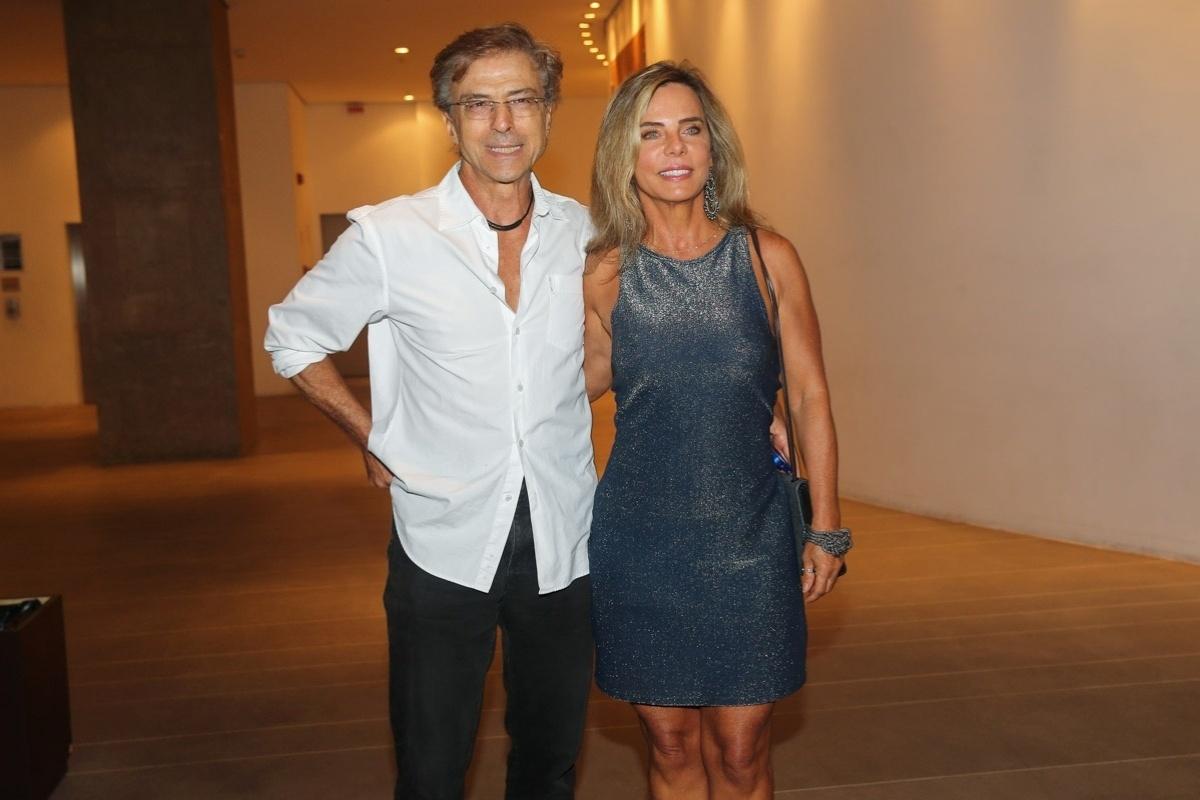 13.mar.2014- Carlos Alberto Riccelli e Bruna Lombardi