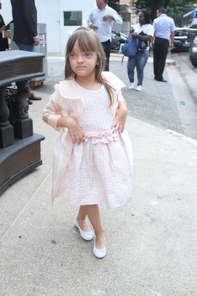 13.mar.2014- Rafaella Justus faz pose ao chegar para festa de três anos de Lorenzo Gabriel, filho de Luciana Gimenez e Marcelo de Carvalho