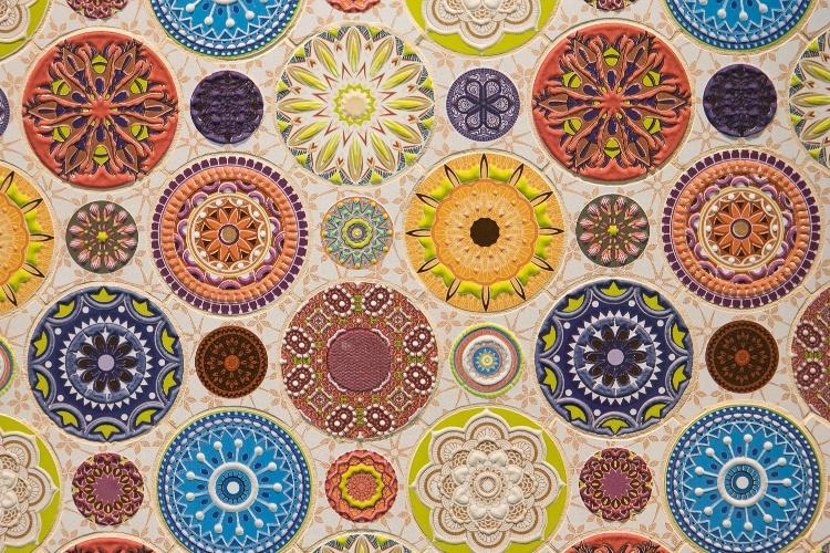 Ainda no estande da marca espanhola Dune (www.dune.es), os visitantes da Expo Revestir conferiram o revestimento cerâmico Mandala, da coleção Emphasis Ceramic, de efeito texturizado e colorido