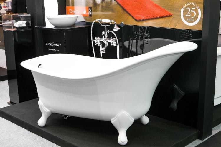 Importada pela Doka Bath Works (www.banheirasdoka.com.br), a banheira Drayton têm desenho assinado pela marca inglesa Victoria+Albert, com inspiração nas peças do período vitoriano