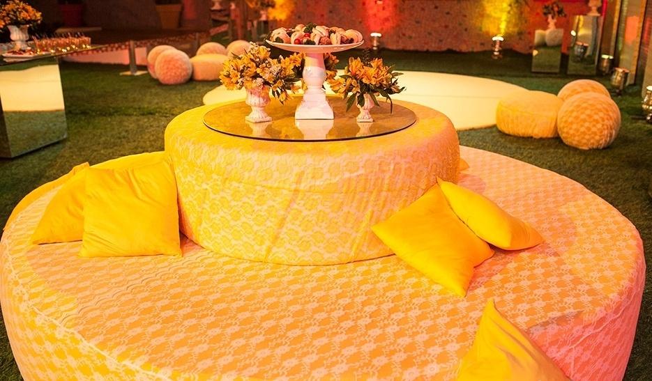 08.mar.2014 - Um puf amarelo decorava a área externa e relaxava os brothers