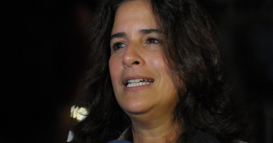 13.mar.2014 - Lúcia Veríssimo no velório de Paulo Goulart no Theatro Municipal, em São Paulo