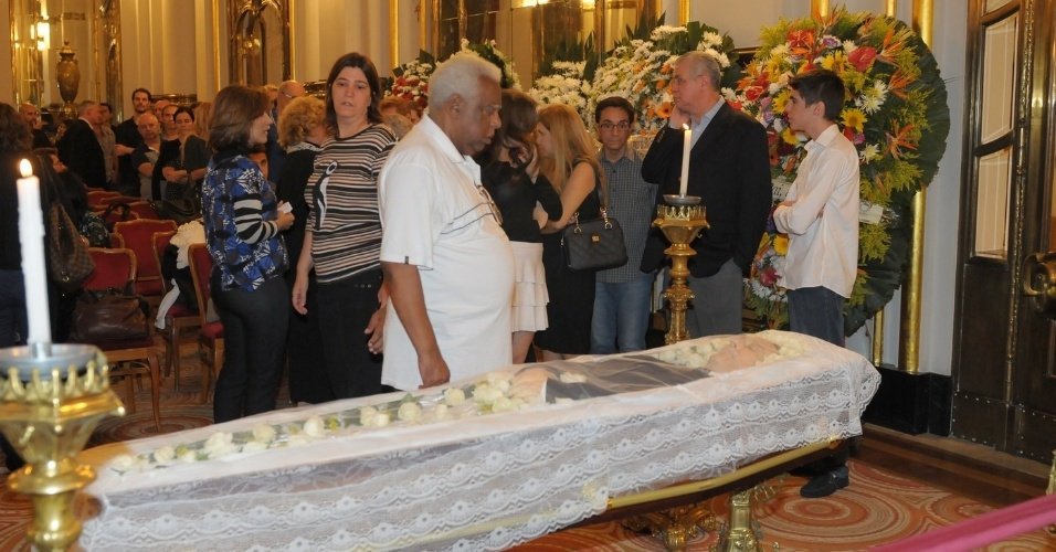 13.mar.2014 - O ator Paulo Goulart é velado no Theatro Municipal, em São Paulo