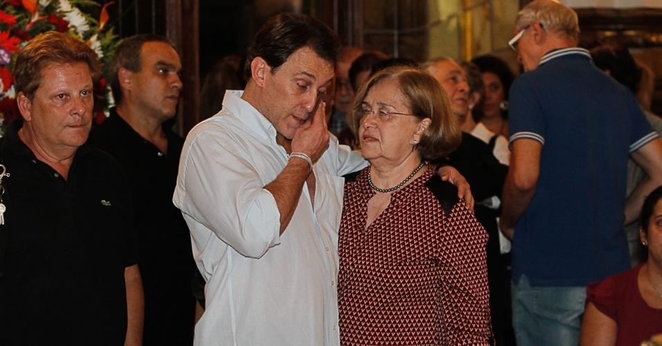 13.mar.2014 - Paulo Goulat Filho, filho de Paulo Goulart, no velório do ator no Theatro Municipal, em São Paulo