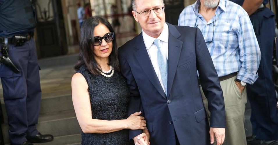 14 - O governador Geraldo Alckmin e sua mulher Lu Alckmin comparecem ao velório do ator Paulo Goulart no Theatro Municipal em São Paulo