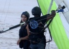 Ex-BBB Letícia salta de asa-delta, no Rio - AgNews