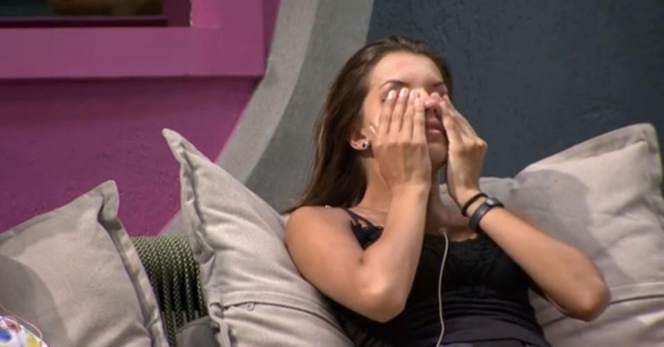 14.mar.2014 - Angela descarta a possibilidade de ser imunizada por Marcelo; mais tarde, sem revelar motivo, sister chora nos braços de Valter Slim