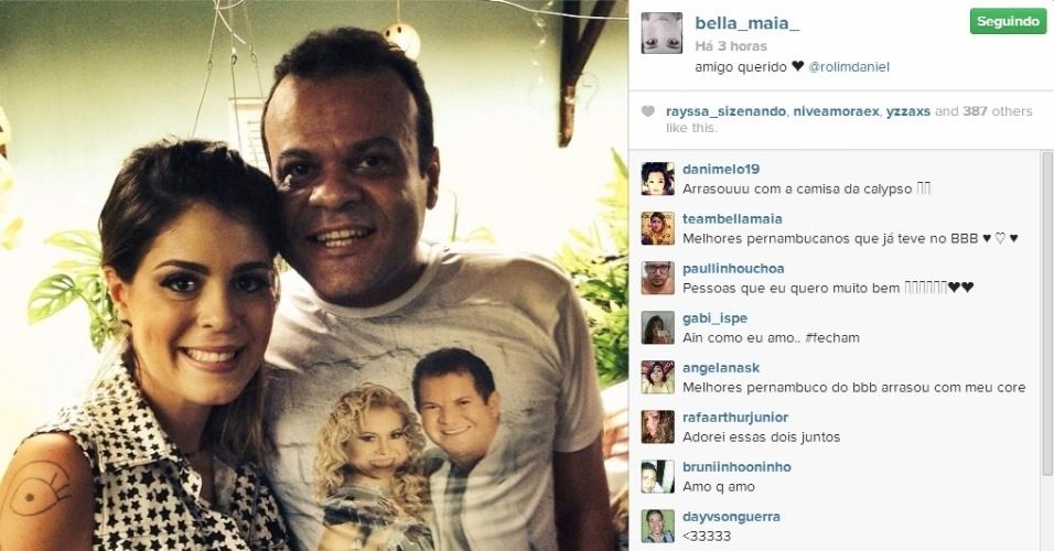 14.mar.2014 - Bella posta foto ao lado do ex-BBB Daniel e escreve: