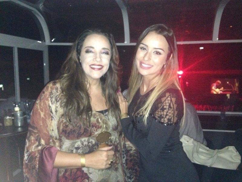 14.mar.2014 - No show do Jack Johson, Letícia aproveitou para tietar a cantora Ana Carolina