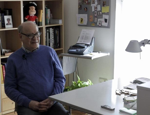 O cartunista argentino Quino durante entrevista à EFE em sua casa, em Madri - Zipi/EFE